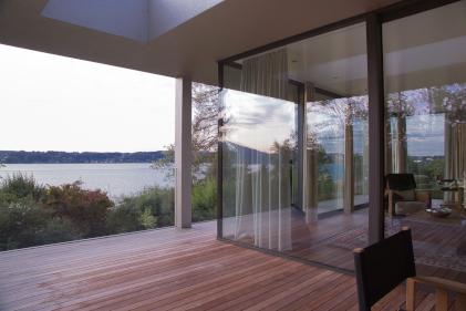 Hochwertige IPE Terrassendielen aus dunklem Holz
