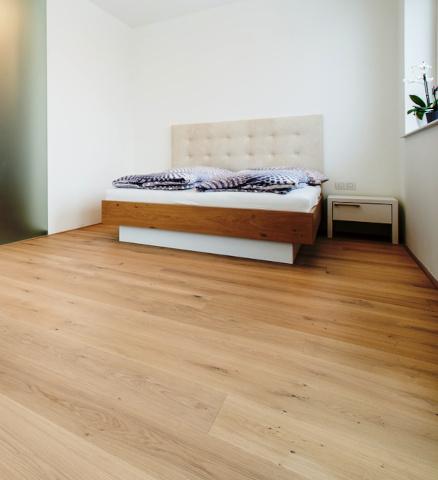 Naturholzboden im Schlafzimmer